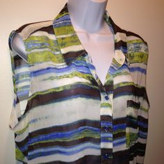 Liz Claiborne Plus Size 1X Sleeveless Sheer Blouse Pre-Loved in GREAT condition. 100% Polyester Button Up Style Liz Claiborne Tops