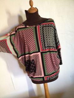 Top manche trois quart en jersey imprimé géométrique taille 42/44. : T-Shirt, debardeurs par l-atelier-de-cissou
