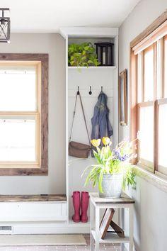 simple spring entryway decor, spring home decor, spring decor ideas, decorating for spring #springdecor #homedecor #springdecorating