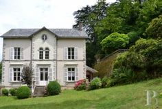 pays-de-loire - A large, luxurious home, its level garden and its steeply-sloping land  near to a river in north Vendée