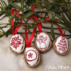 Vánoční ozdoby z ořechů / Ateliér TEWA | Fler.cz Christmas Crafts, Christmas Decorations, Christmas Ornaments, Holiday Decor, Shell Crafts, Projects To Try, Pasta, Winter, Ideas