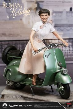 Roman Holiday Princess Ann & 1951 Vespa 125 Statue from Blitzway Audrey Hepburn Outfit, Audrey Hepburn Photos, Vespa Girl, Scooter Girl, Golden Age Of Hollywood, Old Hollywood, Vespa 125, Roman Holiday, Princess Anne