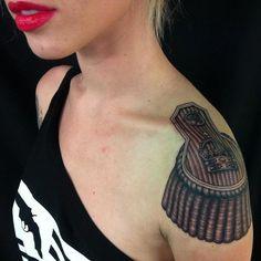 Alysha Nett's unique shoulder tattoo by artist: Tim Hendricks - Saltwatertattoo - Tattooed Women Shoulder Tattoos For Women, Tattoos For Women Small, Small Tattoos, Tattoos For Guys, Guy Tattoos, Turtle Tattoos, Tattoo Shoulder, Tatoos, Forearm Tattoo Quotes