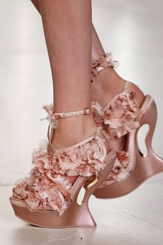 I want these.  I'm not coordinated, but I WILL learn to walk in these beauties by Alexander McQueen Ugly Shoes, Weird Shoes, Crazy Shoes, Me Too Shoes, Dream Shoes, Mcqueen 3, Alexander Mcqueen Shoes, Floral Wedges, Pink Wedges