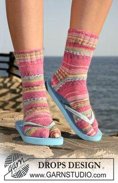 Children - Free knitting patterns and crochet patterns by DROPS Design Crochet Socks, Knitted Slippers, Slipper Socks, Knit Or Crochet, Drops Design, Easy Knitting, Knitting Socks, Knitting Patterns Free, Free Pattern