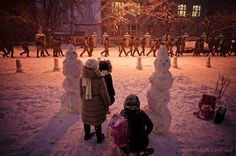 "@eastbook_ua  Гарно і страшно. ""Беркут"" в центрі #Kyiv #euromaidan #Євромайдан Фото: Михайло Петях  https://twitter.com/eas.../status/410106513387040768/photo/1"