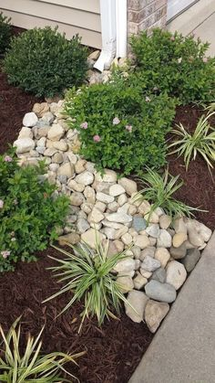 Stunning Front Yard Rock Garden Landscaping Ideas - Designing a front yard is usually about accessibility and invitation. We spend hardly any time in the front yard as opposed to the backyard, but it is. Landscaping With Rocks, Front Yard Landscaping, Backyard Landscaping, Easy Landscaping Ideas, Front Yard Landscape Design, Mulch Ideas, Hd Landscape, Landscaping Borders, Weed