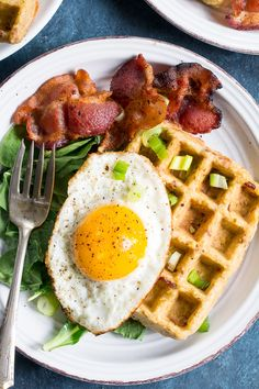 These savory bacon plantain paleo waffles are made with just 3 ingredients and couldn't be easier. Perfect with your favorite greens and a crispy fried egg! Diet Snacks, Healthy Snacks, Healthy Eating, Paleo Egg Salad, Paleo Running Momma, Paleo Waffles, Diet Soup Recipes, Diet Breakfast, Diet Menu