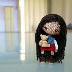 """Девочка при маме ☺ // Adopted. #ami_dolls_story """"Я теперь большая... школьница..."""" - думала Эми, разглядывая свое отражение в зеркале. Девочка примеряла новую школьную форму и казалась себе ну очень взрослой. Почти как мама. - """"Придется теперь отдать все свои игрушки двоюродному братцу... Бедные мои куклы! Он наверняка вырвет им все волосы..."""" Малышка вздохнула и отошла от зеркала. Взгляд ее упал на плюшевого медведя, сидящего на кровати и смотрящего на нее своими глазами-пуговками. У Эми…"""