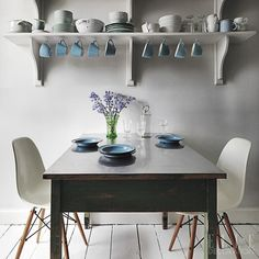 #EDloves this Bristol breakfast setting, with Eames chairs and a reclaimed 1930s table http://ellede.co/1K0zCJN