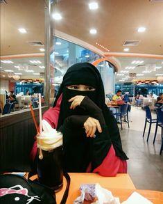 Hijab Dp, Hijab Niqab, Muslim Hijab, Hijab Outfit, Arab Girls, Muslim Girls, Muslim Couples, Muslim Women, Hijabi Girl