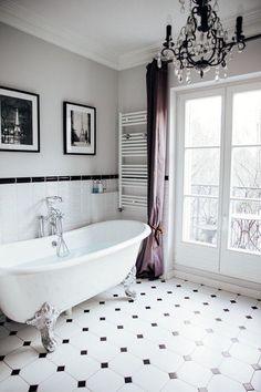 Chic Vintage-Inspired Parisian Bathroom With A Clawfoot Bathtub - Bathrooms - Badezimmer White Home Decor, Retro Home Decor, Paris Home Decor, Paris Bathroom Decor, Bad Inspiration, Bathroom Inspiration, Parisian Decor, Parisian Style, Parisian Fashion