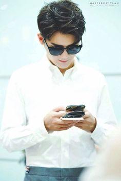 Asian Actors, Korean Actors, Handsome Actors, Chinese Boy, Asian Boys, Social Media Marketing, Mermaid, Management, Singer