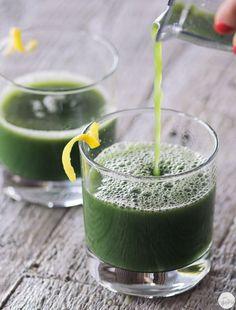 Green Juice Recipe: Broccoli, Pineapple & Cucumber Juice #recipes #vegan #greenjuice  #whatvegansdrink #glutenfree #rawfood