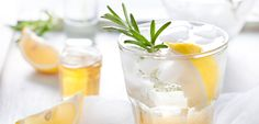 This one-of-a-kind #cocktail uses a touch of heat to amp up the flavour of #rosemary. Fresh, clean and delicious! #whiskey #whisky #cocktailrecipe #nightcap #rosemarylemon #drinkrecipe #eatclean #eatingclean #cleaneating #celebrate #happyholidays #nye #newyearseve #cheers #toscareno