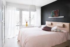 black wall, pale bedding (via Fantastic Frank)