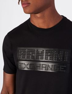 tt T-shirt mania has a new cure: the signature Armani Exchange sweater with an original embossed logo. Dynamic, rock-style and undoubtedly up-to-date. Shirt Logo Design, Shirt Designs, Camiseta Armani Exchange, Camisa Polo, Quality T Shirts, Custom T, Printed Tees, Mens Tees, Shirt Style