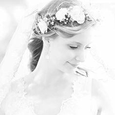 This beautiful bride has soon pictures headed her way @inastorvetrhus 💕😘 ——————————————————————— #bryllupsfoto #bryllupsfotograf #bryllupsbilder #bryllup2015 #wedding #weddinginspiration #chicwedding #weddingphotographer #weddingideas #brud #bryllupsinspirasjon #dittbryllup #gardenwedding #newlyweds #inlove #beauty #beautiful #flowers #weddingdress #married #weddingideas #gorgeous #brud #happy #theknot #olympus #olympusnorge #huffpostido
