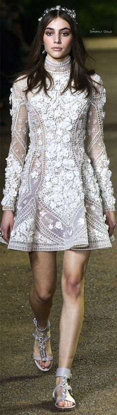 Elie Saab Spring 2016 Couture Fashion Show White Fashion, Love Fashion, Fashion Show, Fashion Design, Couture Fashion, Runway Fashion, Paris Fashion, Pretty Dresses, Beautiful Dresses