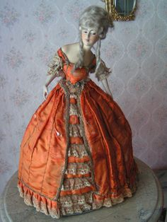 Antique Dolls, Vintage Dolls, Madame Pompadour, Doll Toys, Dolls Dolls, Doll Dress Patterns, Half Dolls, Wig Making, Vintage Lamps