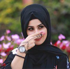 Image in حجاب🧕🏼hijab collection by «𝑨𝑯𝑨𝑺𝑺𝑰𝑺 Stylish Girls Photos, Stylish Girl Pic, Girl Photos, Girl Pictures, Beautiful Muslim Women, Beautiful Hijab, Beautiful Shoes, Simply Beautiful, Beautiful Bride