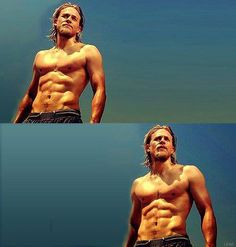 The delicious Charlie Hunnam - Sons of Anarchy - Jax Teller Charlie Hunnam, Travis Fimmel, Sons Of Anarchy, James Mcavoy, Raining Men, Foto Pose, Joe Manganiello, Good Looking Men, Karl Urban
