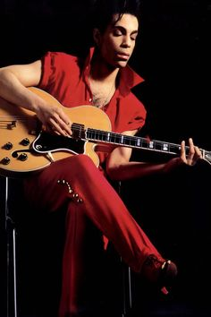 #BiggPrinceFan...Acoustic version of Little Red Corvette?  Saw him do this during Musicology tour..blew me away!