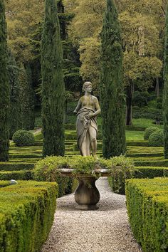 i would love gardens with statues all around a big beautiful house.