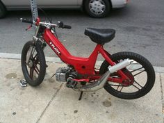 Puch custom moped!! Looks like a quick little run around bike!!