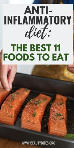 11 Best Anti-Inflammatory Foods On The best foods to eat on the anti-inflammatory diet! Reduce inflammation and improve your health by eating clean and including more anti-inflammatory foods into your meal plan. Dieta Anti-inflamatória, Best Anti Inflammatory Foods, Anti Inflammatory Smoothie, Good Foods To Eat, Good Diet Foods, Food For Diet, Diet Meal Plans, Best Diets, Healthy Eating