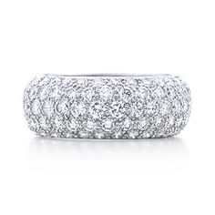 TIFFANY Etoile five-row band ring with pavé diamonds in platinum.