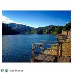 sientegalicia_sg#Repost a la fotografía  de @kleinmenor #SienteGalicia ・・・  O tren que me leva pola beira #Miño me leva e me leva polo meu camiño. #BañosDeCortegada #Cortegada #Ourense #Galicia =)