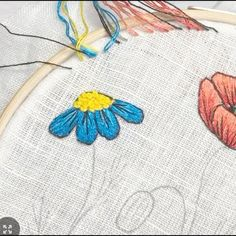 Hand Embroidery Patterns Flowers, Ribbon Embroidery Tutorial, Basic Embroidery Stitches, Hand Embroidery Videos, Embroidery Flowers Pattern, Flower Embroidery Designs, Creative Embroidery, Diy Embroidery, Embroidery Techniques