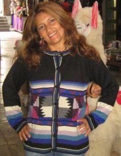 Pueblo Motiv #Damen #Strickjacke aus #Alpakawolle in allen Größen lieferbar. Eine aufwendig designte Damen Strickjacke aus kostbarer Alpakawolle.