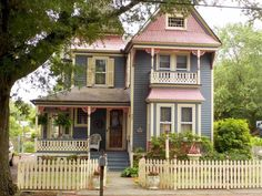 a blog dedicated to beautiful Victorian homes. Disclaimer: These photos do not belong to me unless...