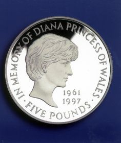 The Princess of Wales Memorial £5 crown - 1997. http://www.royalmint.com/discover/uk-coins/coin-design-and-specifications/five-pound-coin. Still have mine.