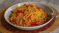 Curried Singapore Rice Noodles (no oil): tom paste, curry powder, tumeric, vermicelli noodles, veg broth, red pepper