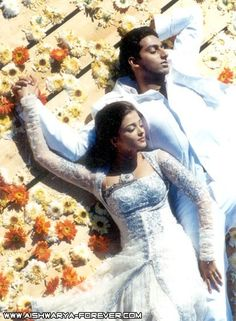 Aishwarya Rai Bachchan and Abhishek Bachchan in Kuch Naa Kaho- the movie that started it all. I remember watching this movie and thinking this two shld definitely get together in real life. Years later they did. I love love.