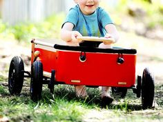 This children's wagon, discovered by The Grommet, is designed with three steering functions that let either parents or children take the wheel.