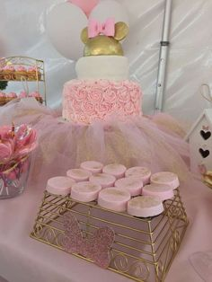 Pretty pink and gold Minnie Mouse bowtique birthday party! See more party ideas… Minnie Mouse First Birthday, Minnie Mouse Theme, Minnie Mouse Baby Shower, Baby Girl First Birthday, Pink Gold Birthday, Gold Birthday Party, First Birthday Parties, First Birthdays, 3rd Birthday