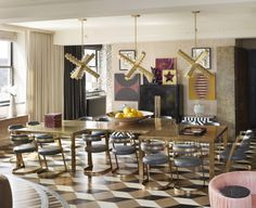 Kelly Wearstler is the ultimate trendsetter in interior design. She's the founder of the Los Angeles architectural interior design firm KWID (Kelly Wearstler Dining Room Sets, Dining Room Design, Dining Room Table, Dining Chairs, Dining Area, Room Chairs, Design Room, Kelly Wearstler, Top Interior Designers