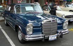 Мерседес. Конец 1950-х резко меняет моду автомобилей, и взамен понтонов как на W105 появляются крылатые «плавники»