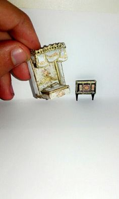 How to make a 1:144 scale of Marie Antoinette's bed an her Jewelry cabinet? #ChateauDeVersailles #Miniatures #MarieAntoinette
