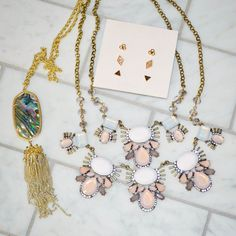 Ooooh love this set of jewels! Didn't think I'd like the blush necklace web I took it out of the box but I've been wearing it several times a week.  That's the beauty of #rocksbox - discovering pretties you never would have tried on your own.  Then sending them back when you want to try something else! Try your 1st @rocksbox set free my promo code JENNYMBFF9. I love it and havebeen swapping out sets for almost 2 years now. . . . . . . . #teacherfashiin #teacherstyle #jewels #jewelry…