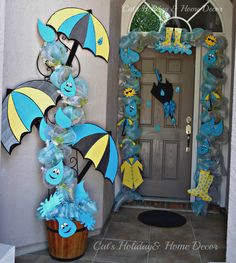 Cat's Holiday & Home Decor: April Showers Door Decor - New Deko Sites Diy And Crafts, Crafts For Kids, Arts And Crafts, Paper Crafts, School Door Decorations, School Decorations, Diy Y Manualidades, School Doors, Deco Nature