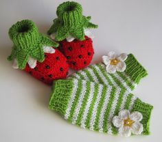 Knitted Baby set Ladybugs baby booties and leg por MiaPiccina