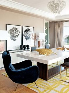 Luxury Dining Room Decoration Ideas - Home to Z Luxury Dinning Room, Luxury Dining Tables, Dining Table Design, Modern Dining Table, Dining Room Furniture, Dining Room Table, Furniture Design, Velvet Furniture, Dining Rooms