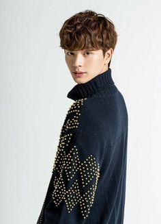 웨이브헤어 Men Perm, Sungjae Btob, Asian Men Hairstyle, Yongin, Korean Men, Curled Hairstyles, Rapper, Hair Beauty, Mens Fashion