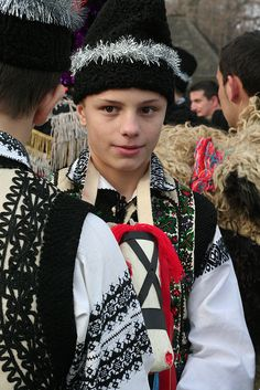 Romanian boys in folk costume Ethnic Outfits, Ethnic Dress, We Are The World, People Around The World, Folk Costume, Costumes, World Cultures, Interesting Faces, Eastern Europe