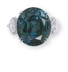 Anel com 'alexandrite' e diamantes